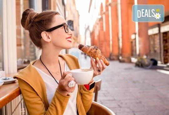 Септемврийски празници в Италия! 7 нощувки със закуски в Кавалино или Лидо ди Йезоло, самолетен билет, посещение на Флоренция, Болоня, Пиза, Маранело и Венеция от ВИП Турс! - Снимка 1