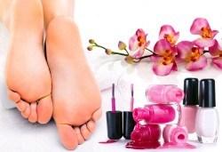 Покажете перфектните си крака с козметичен педикюр с гел лак на SNB и две декорации в салон Bellissima Donna - Снимка
