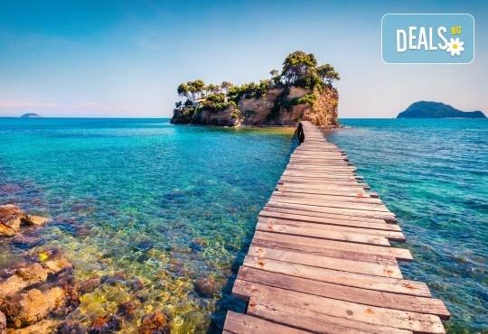 Изпратете лятото с приказна почивка на остров Закинтос - перлата на Йонийско море! 4 нощувки със закуски и вечери, транспорт, фериботни такси и водач от Анатравел! - Снимка 1