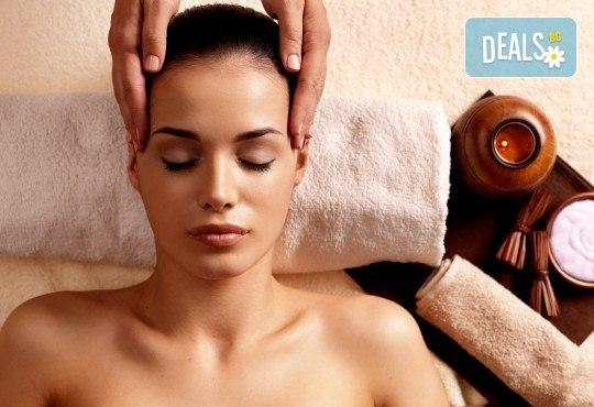 Златна терапия! Регенериращ масаж и пилинг на лице със златна маска и стягащ ефект в Massage and therapy Freerun! - Снимка 2