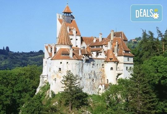 Септемврийски празници в Румъния: 2 нощувки със закуска, транспорт и посещение на Букурещ и замъка Бран от Туроператор Ванди-С! - Снимка 2
