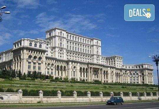 Септемврийски празници в Румъния: 2 нощувки със закуска, транспорт и посещение на Букурещ и замъка Бран от Туроператор Ванди-С! - Снимка 3