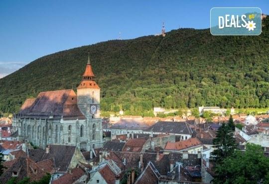 Септемврийски празници в Румъния: 2 нощувки със закуска, транспорт и посещение на Букурещ и замъка Бран от Туроператор Ванди-С! - Снимка 5