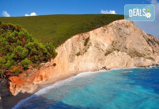 Екскурзия през септември до остров Лефкада, Гърция: 3 нощувки със закуски, транспорт и водач, възможност за парти круиз с DJ от Данна Холидейз! - Снимка 3