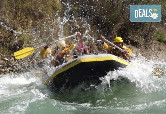 Адреналин! Рафтинг по река Струма през август с включени екипировка, обяд и възможност за транспорт от Пловдив! - Снимка 1