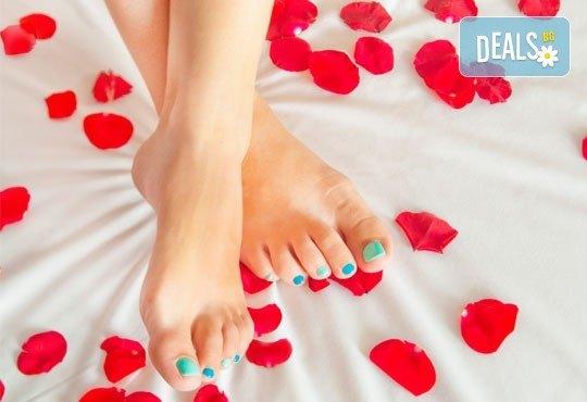 За красиви и здрави нокти! Направете си медицински педикюр в салон за красота Емоция! - Снимка 1