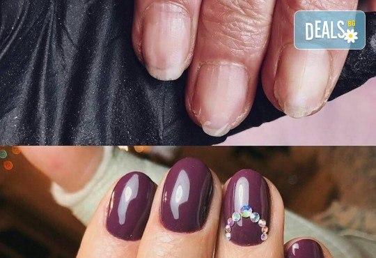 Бъдете изящни и красиви с маникюр с гел лак, 2 декорации и иновативна терапия за нокти по избор в салон Емоция! - Снимка 4