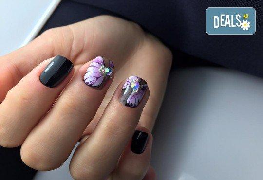 Бъдете изящни и красиви с маникюр с гел лак, 2 декорации и иновативна терапия за нокти по избор в салон Емоция! - Снимка 5
