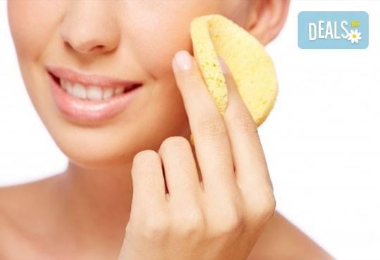 Почистване на лице и ръце на ензимно ниво, ароматерапия и масаж на цяло тяло с лечебно олио в масажно студио Дилянали - Снимка 2