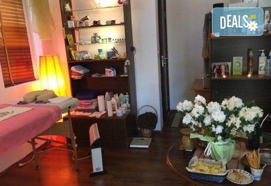Почистване на лице и ръце на ензимно ниво, ароматерапия и масаж на цяло тяло с лечебно олио в масажно студио Дилянали - Снимка 6
