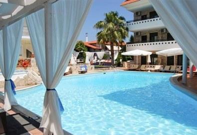 Септемврийски празници в Гърция, Халкидики! 2 нощувки със закуски и вечери в Philoxenia Spa Hotel, транспорт и обиколка на Солун! - Снимка