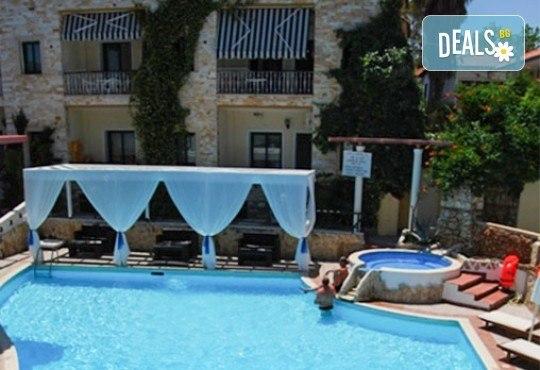 Септемврийски празници в Гърция, Халкидики! 2 нощувки със закуски и вечери в Philoxenia Spa Hotel, транспорт и обиколка на Солун! - Снимка 9