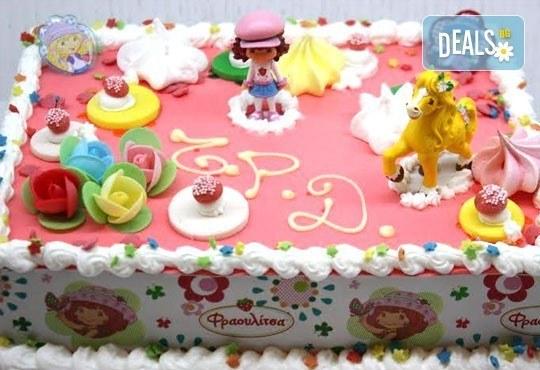 Детска торта от пандишпан с пресни яйца и ванилов и шоколадов мус с безплатен надпис и кутия, от майстор сладкарите на сладкарница Сладост! - Снимка 2