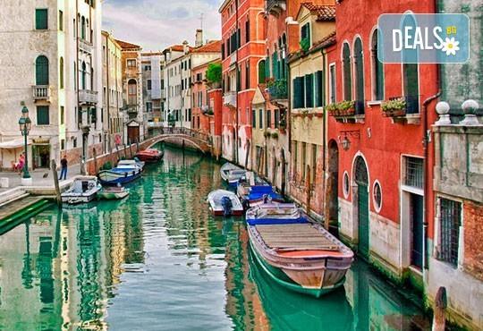 Самолетна екскурзия до Венеция през есента със Z Tour! 3 нощувки със закуски в хотел 2*, билет, летищни такси и трансфери! - Снимка 1