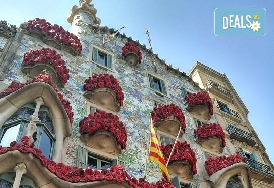 Дълъг уикенд в Барселона през декември! Самолетна екскурзия с 3 нощувки със закуски, самолетен билет и летищни такси от Абела Тур - Снимка 3
