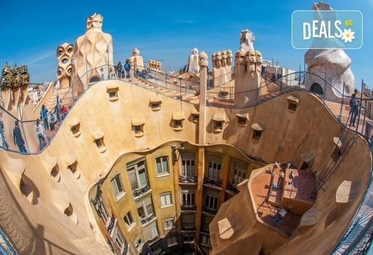 Дълъг уикенд в Барселона през декември! Самолетна екскурзия с 3 нощувки със закуски, самолетен билет и летищни такси от Абела Тур - Снимка 4