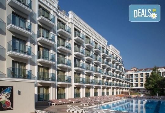 Незабравима почивка в края на лятото в Hotel Emre 4* в Мармарис, Турция! 9 нощувки на база Ultra All Inclusive, транспорт и водач от Дари Тур! - Снимка 1