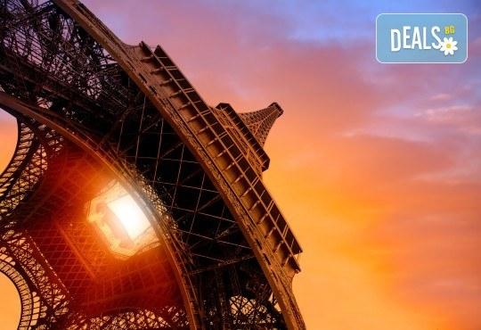 Романтичен октомври в Париж, Франция! 3 нощувки със закуски, самолетен билет и летищни такси от Абела Тур - Снимка 2