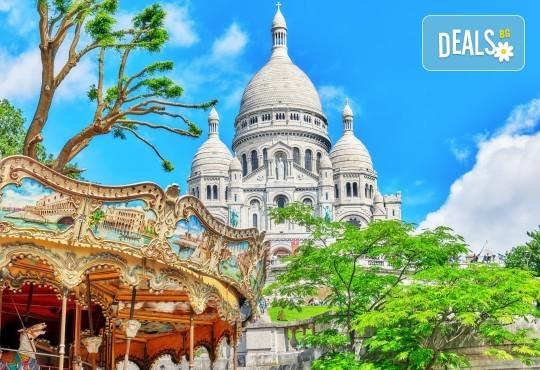 Романтичен октомври в Париж, Франция! 3 нощувки със закуски, самолетен билет и летищни такси от Абела Тур - Снимка 1