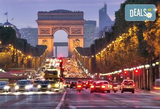 Романтичен октомври в Париж, Франция! 3 нощувки със закуски, самолетен билет и летищни такси от Абела Тур - Снимка 4