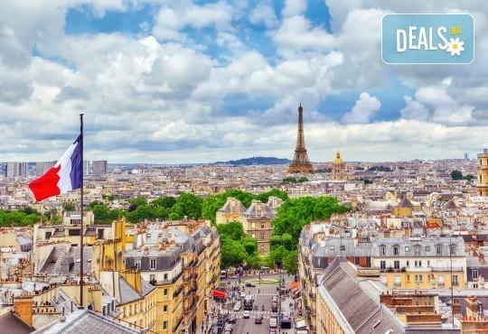 Романтичен октомври в Париж, Франция! 3 нощувки със закуски, самолетен билет и летищни такси от Абела Тур - Снимка 5