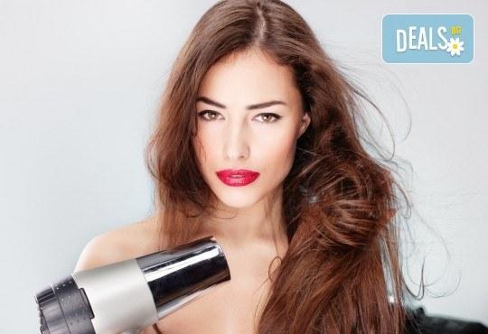 Боядисване с боя Farma Vita, кератинова терапия по цялата дължина на косата, масажно измиване и оформяне в салон Diva! - Снимка 3