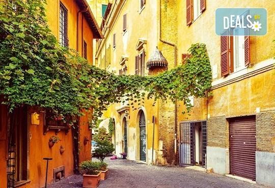 Самолетна екскурзия до Рим - сърцето на Италия през ноември, с Дари Травел! 3 нощувки със закуски в хотел 2*, билет, трансфери и водач от ТА! - Снимка 15
