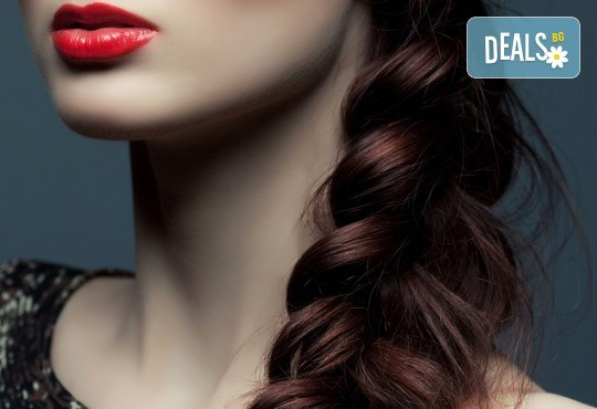 Свежа прическа! Масажно измиване с подхранващ шампоан, подстригване, подсушаване и плитка по избор в студио Д&В! - Снимка 2