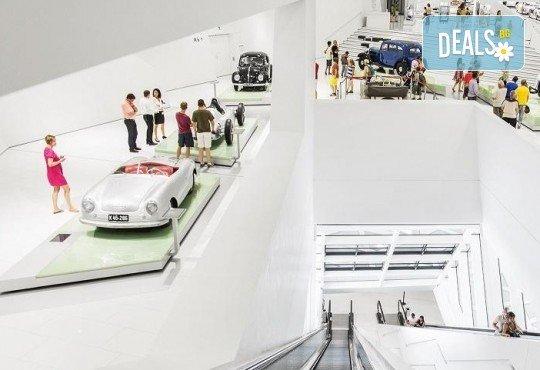 Разходка в света на автомобилите с Дари Травел! 3 нощувки със закуски в хотели 2/3*, транспорт и посещение на музеите на BMW, Mercedes, Porsche - Снимка 4