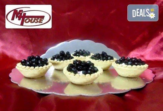 Сладък импулс! 50 или 100 броя сладки петифури микс в ШЕСТ различни вкусови стила от Muffin House - Снимка 2