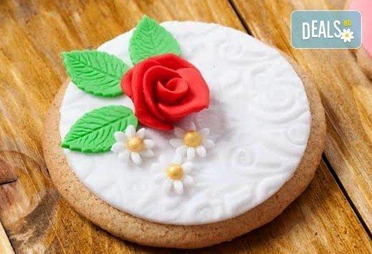 Половин или един килограм романтични декорирани захарни бисквити: сърца и рози от Muffin House! - Снимка 2