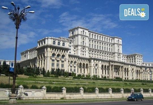 Екскурзия до Румъния, с посещение на Синая, Бран, Брашов и Букурещ: 2 нощувки със закуски в Palace Hotel 4* в Синая, водач и транспорт от Данна Холидейз! - Снимка 5