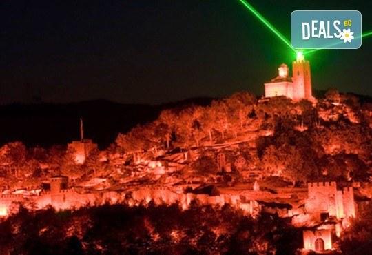 """Празничен Aудио-визуален спектакъл """"Звук и светлина"""" във Велико Търново на 06.09. с транспорт и туристическа програма от агенция Поход - Снимка 1"""