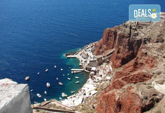 Почивка през септември и октомври на остров Санторини - перлата на Гърция: 4 нощувки със закуски и транспорт от България Травъл! - Снимка 4