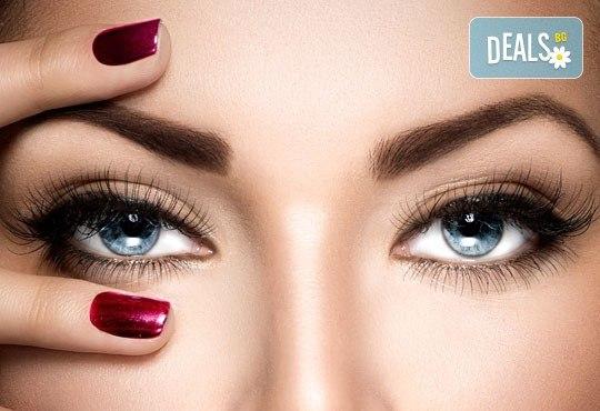 Подчертайте красотата на очите си с процедура за удължаване и сгъстяване на мигли от коприна или норка чрез 3D технология в салон Голд Бюти! - Снимка 1