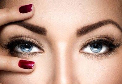 Подчертайте красотата на очите си с процедура за удължаване и сгъстяване на мигли от коприна или норка чрез 3D технология в салон Голд Бюти! - Снимка