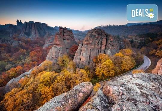 Еднодневна екскурзия до Белоградчишките скали, крепостта Калето и пещерата Магурата на 17.09, транспорт и екскурзовод от агенция Поход! - Снимка 1