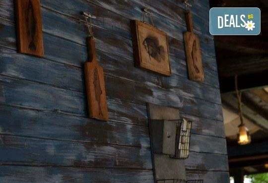 За ценители! ЕДИН килограм хрупкав пържен черноморски сафрид плато от Рибен ресторант Старецът и Морето в езеро Ариана! - Снимка 6