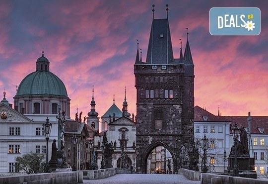 Уикенд през октомври в Златна Прага! 2 нощувки със закуски, самолетни билети, такси, трансфери и екскурзовод от Онекс Тур - Снимка 3