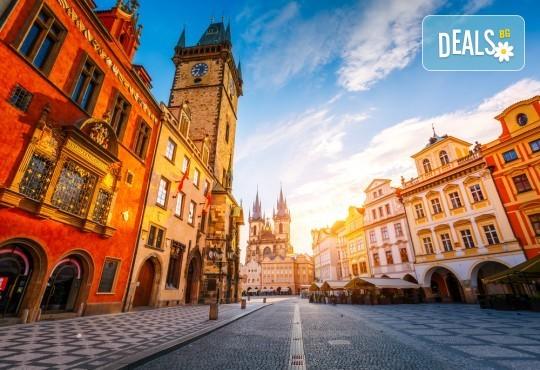 Уикенд през октомври в Златна Прага! 2 нощувки със закуски, самолетни билети, такси, трансфери и екскурзовод от Онекс Тур - Снимка 1