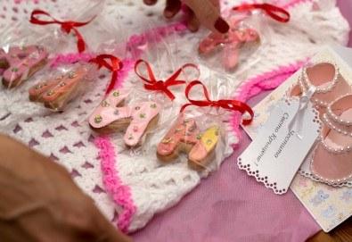 За кръщене или рожден ден! 11 бутикови бисквити букви и фигурки с целофанова опаковка и панделки от Muffin House! - Снимка