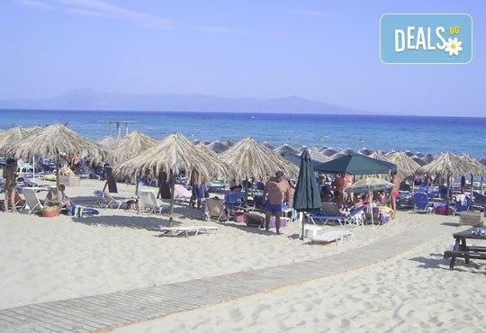 На плаж в Неа Перамос с еднодневна екскурзия до Кавала през септември, транспорт и екскурзовод от Еко Тур! - Снимка 2