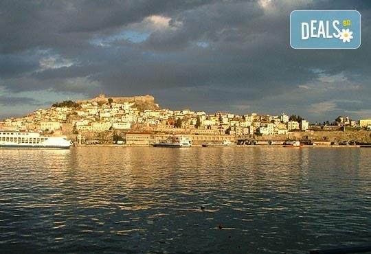 На плаж в Неа Перамос с еднодневна екскурзия до Кавала през септември, транспорт и екскурзовод от Еко Тур! - Снимка 6