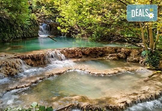 За един ден през есента до Крушунските водопади, Деветашката пещера и Ловеч с транспорт и водач от Дениз Травел! - Снимка 2