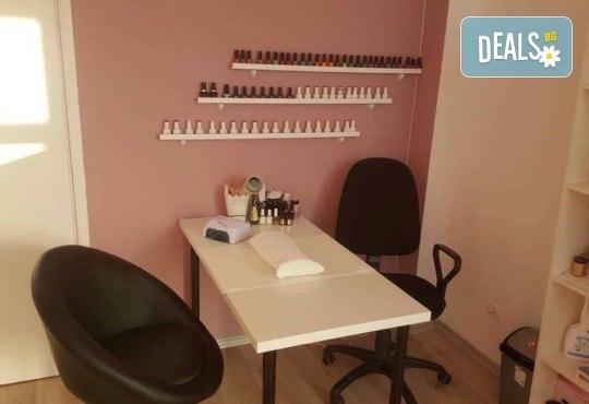 Изискана и красива с маникюр и педикюр с гел лак BlueSky и 8 декорации с камъчета в салон за красота Сиемпре Белла - Снимка 5