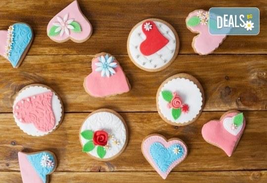 За момичета! Вземете половин или един килограм бисквити за момичета: цветя, пеперуди, калинки, звезди и сърца от Muffin House! - Снимка 2