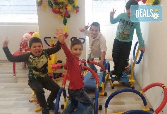 Детски рожден ден в Детски център Приказен свят на супер цена! Зала за 10 деца, зала за възрастни, напитки, пица, украса, аниматор и DJ! - Снимка 9