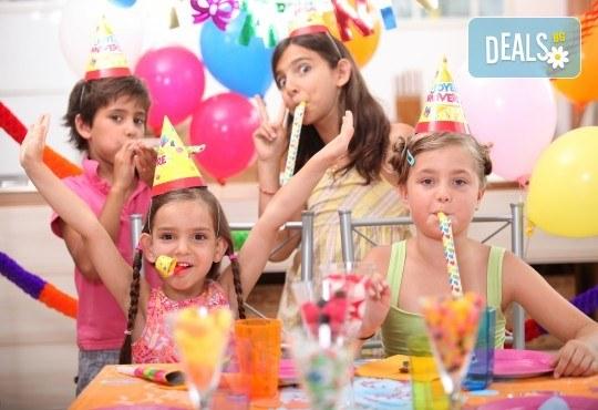 Детски рожден ден в Детски център Приказен свят на супер цена! Зала за 10 деца, зала за възрастни, напитки, пица, украса, аниматор и DJ! - Снимка 1