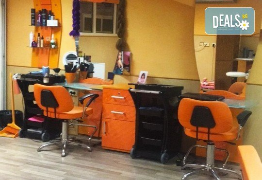 Грижа за суха и изтощена коса! Реконструираща терапия, измиване и оформяне с преса от салон за красота Ди Ес! - Снимка 6
