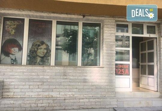 Грижа за суха и изтощена коса! Реконструираща терапия, измиване и оформяне с преса от салон за красота Ди Ес! - Снимка 10